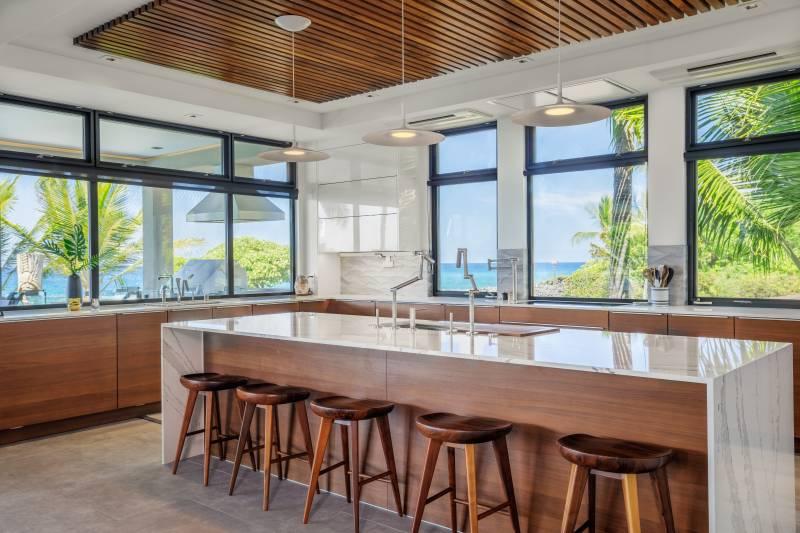 modern high end kitchen in big island home