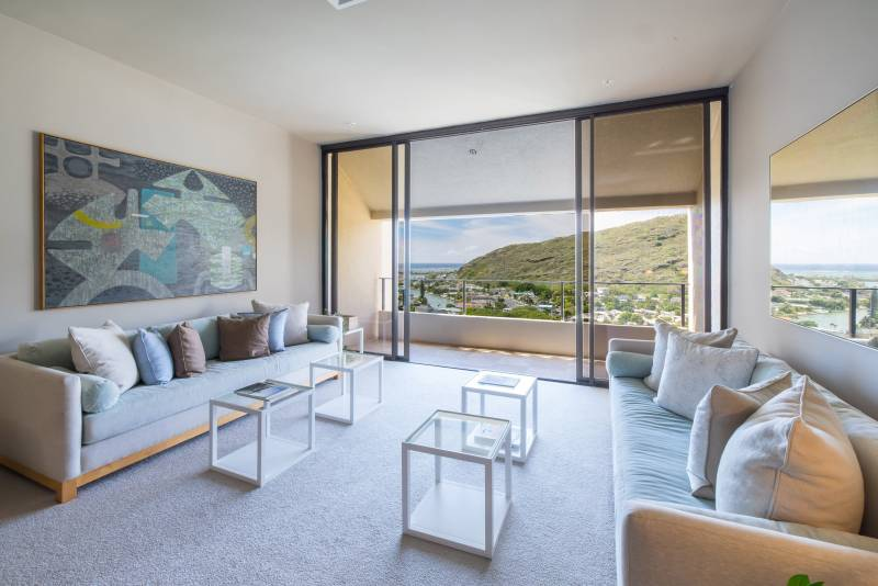 modern penthouse livnig room at the commodore in hawaii kai