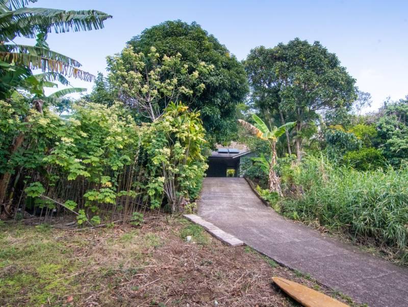entrance to the makawao home