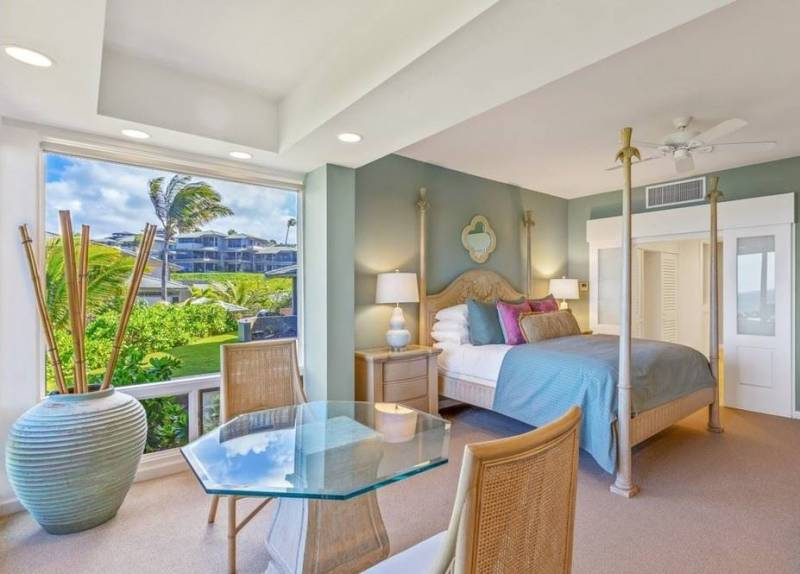 comfortable bedroom in west maui