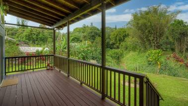 tropical landscaping at wailua homesteads