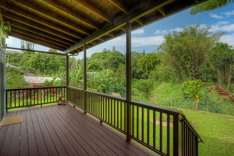 tropical landscaping in kauai backyard