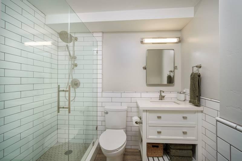 bathroom in maui condo