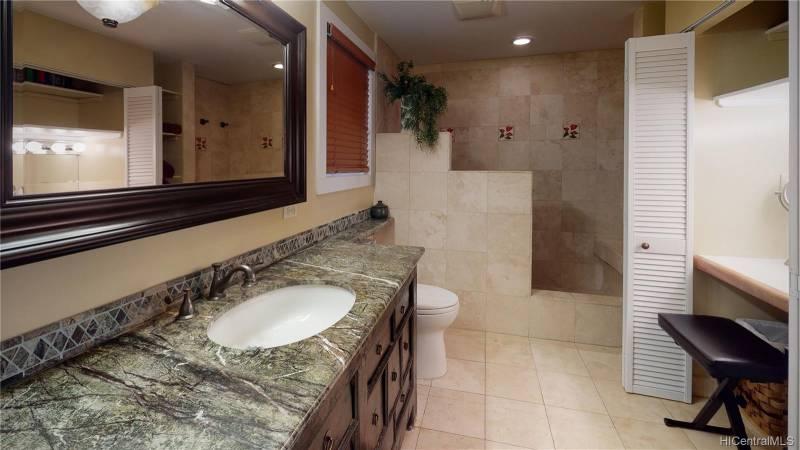 bathroom in oahu home for sale