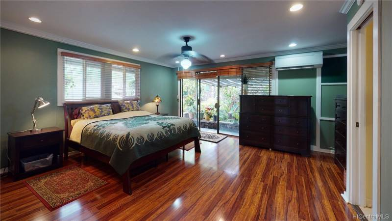 master bedroom in oahu home for sale