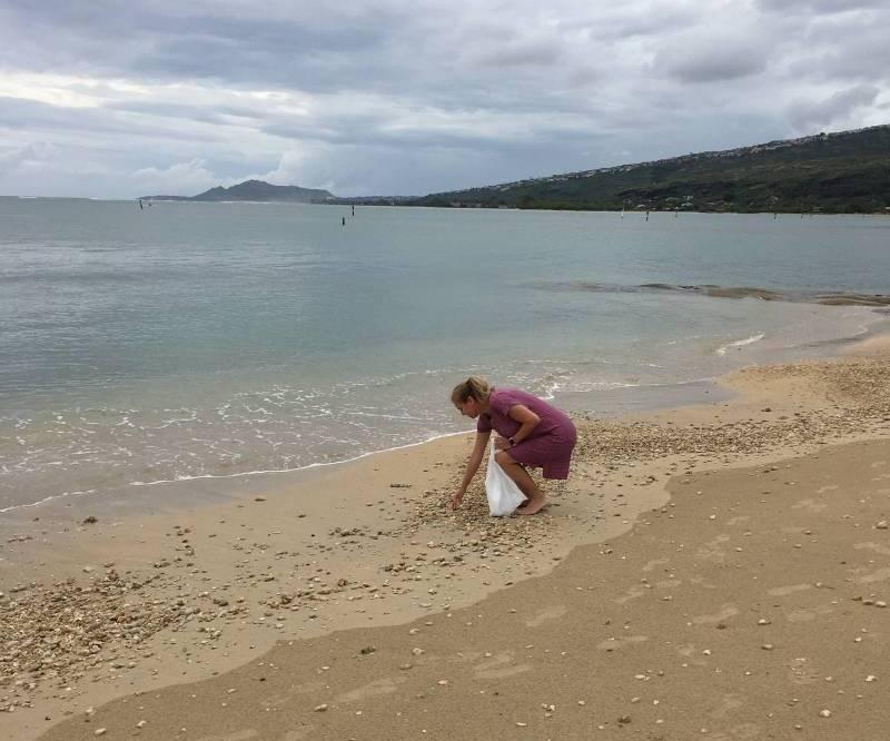 plogging on the beach