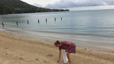 plogging on the beach in oahu