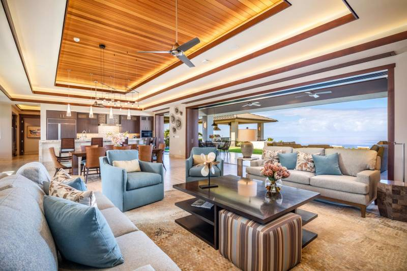 indoor outdoor living at hokulia