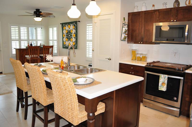modern kitchen in oahu home for sale