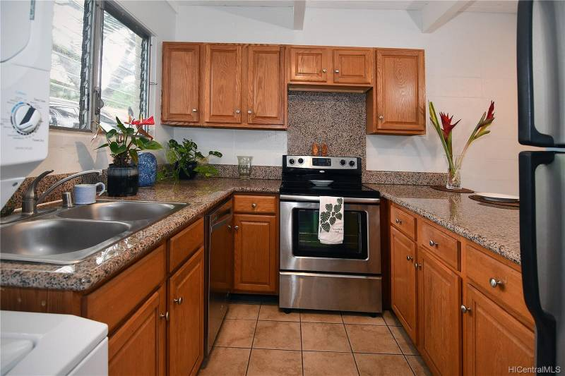 kitchen in oahu townhome for sale
