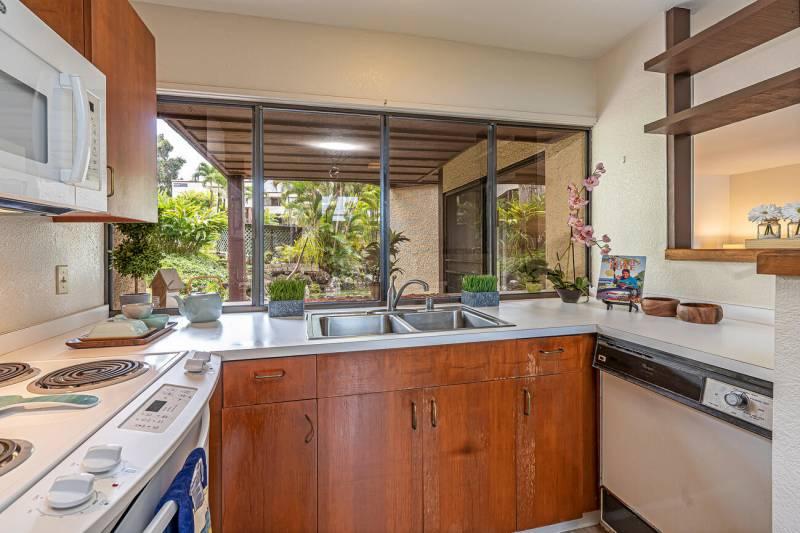 kitchen in puu alii