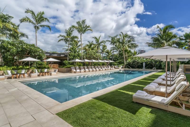luxury condo pool on oahu