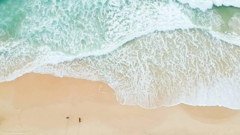 walk the beach on oahu