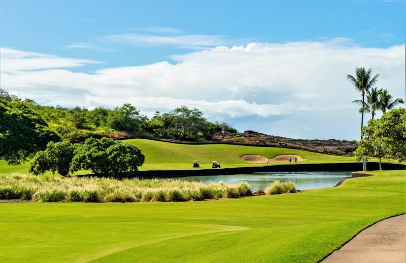 luxury hokulia golf course