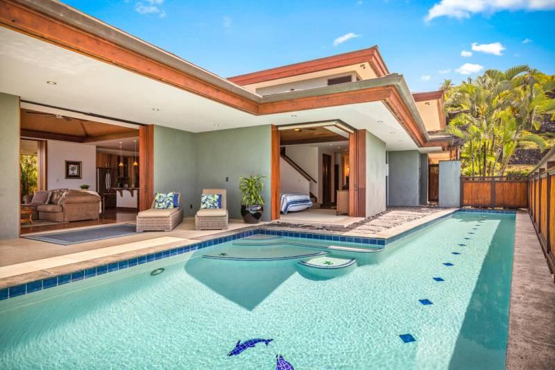 pool and lanai at kona estate