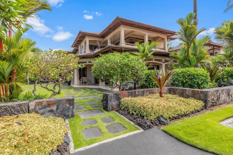 tropical landscaping at ke alohi kai home