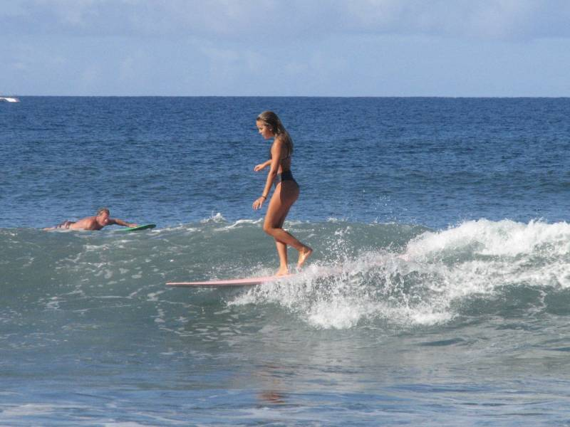 zoe surfing at puamana