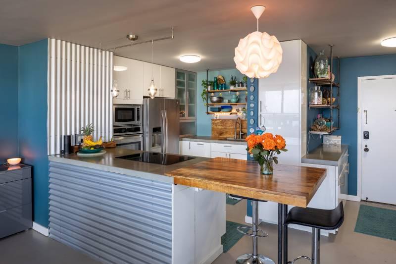 modern kitchen in honolulu condo