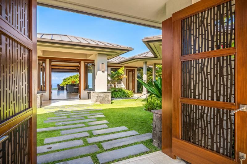 entrance to hokulia estate for sale