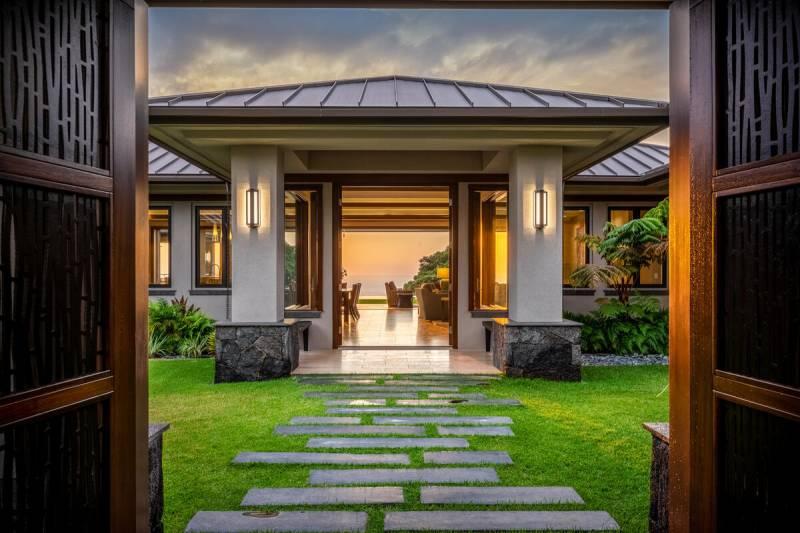 entrance to hokulia luxury home