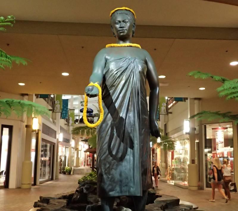 Queen Kaahumanu Statue in Mall