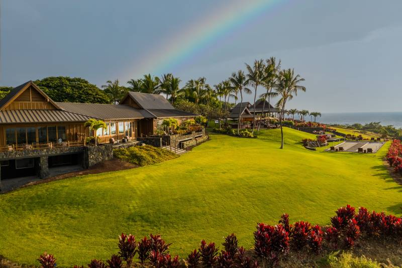 hokulia clubhouse and oceanfront golf course