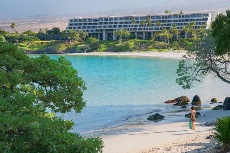 Mauna Kea Resort - beach and hotel
