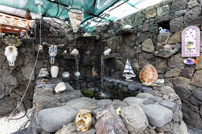 rock details in big island home