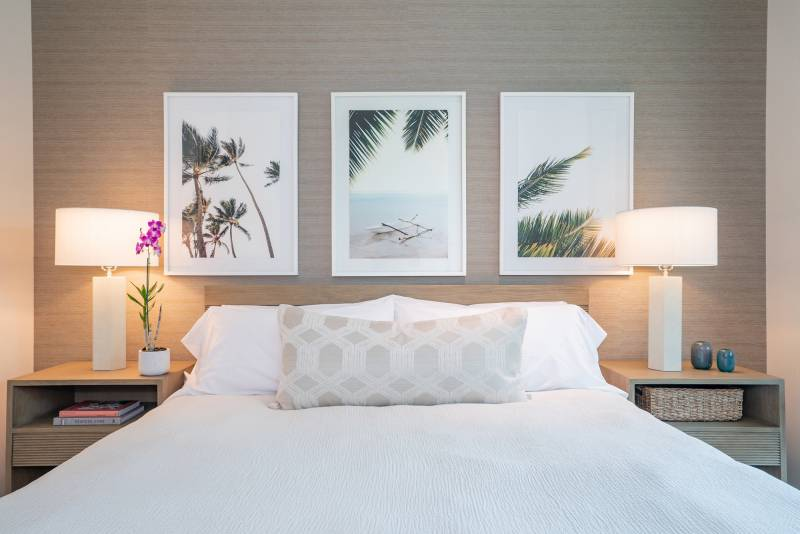 palm tree pictures above bed