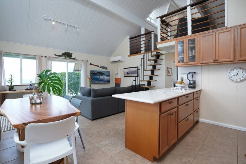 open floor plan with lots of natural light