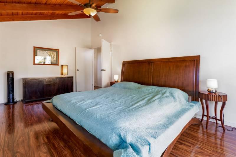 bedroom in oahu north shore rental